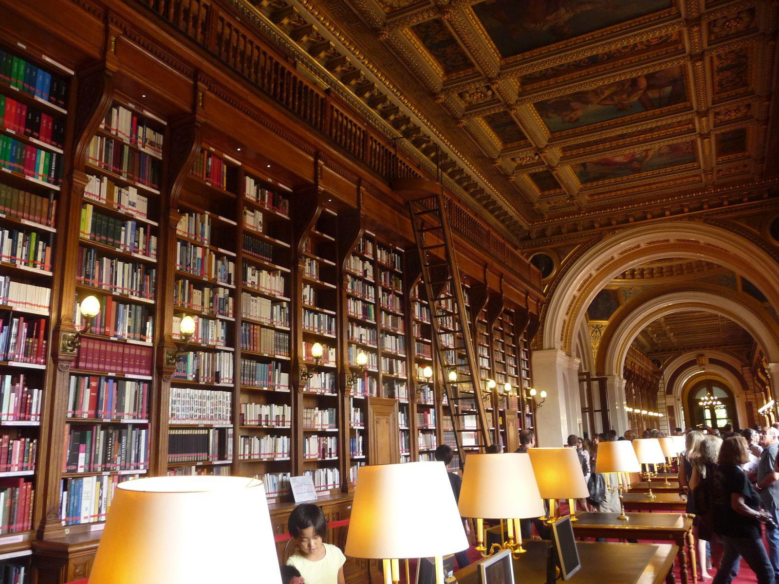 bibliothèque  met à la disposition des sénateurs env. 370000 ouvrages , coupole peinte par Delacroix