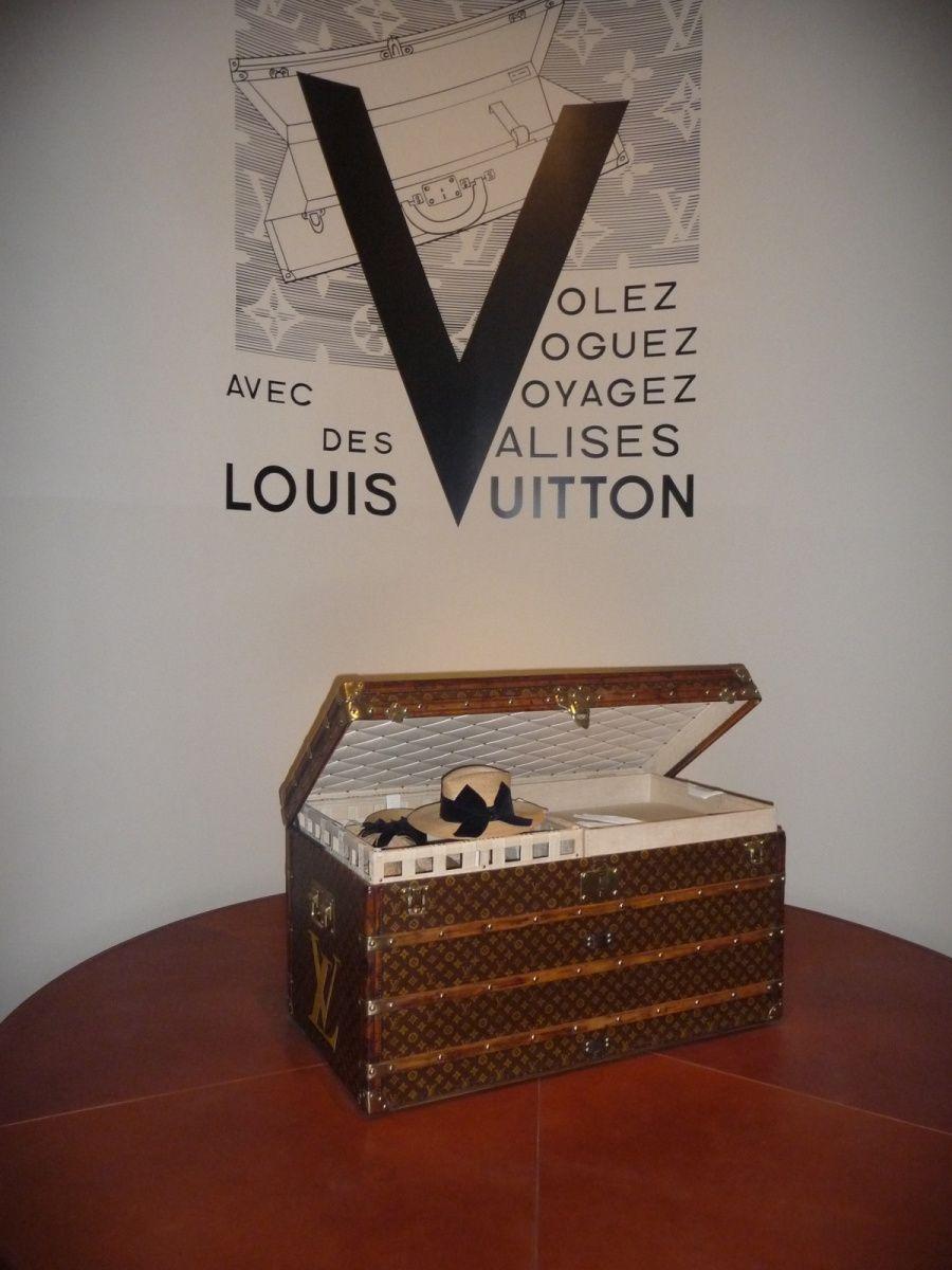 Volez, Vogez,  Voyagez avec  Vuitton
