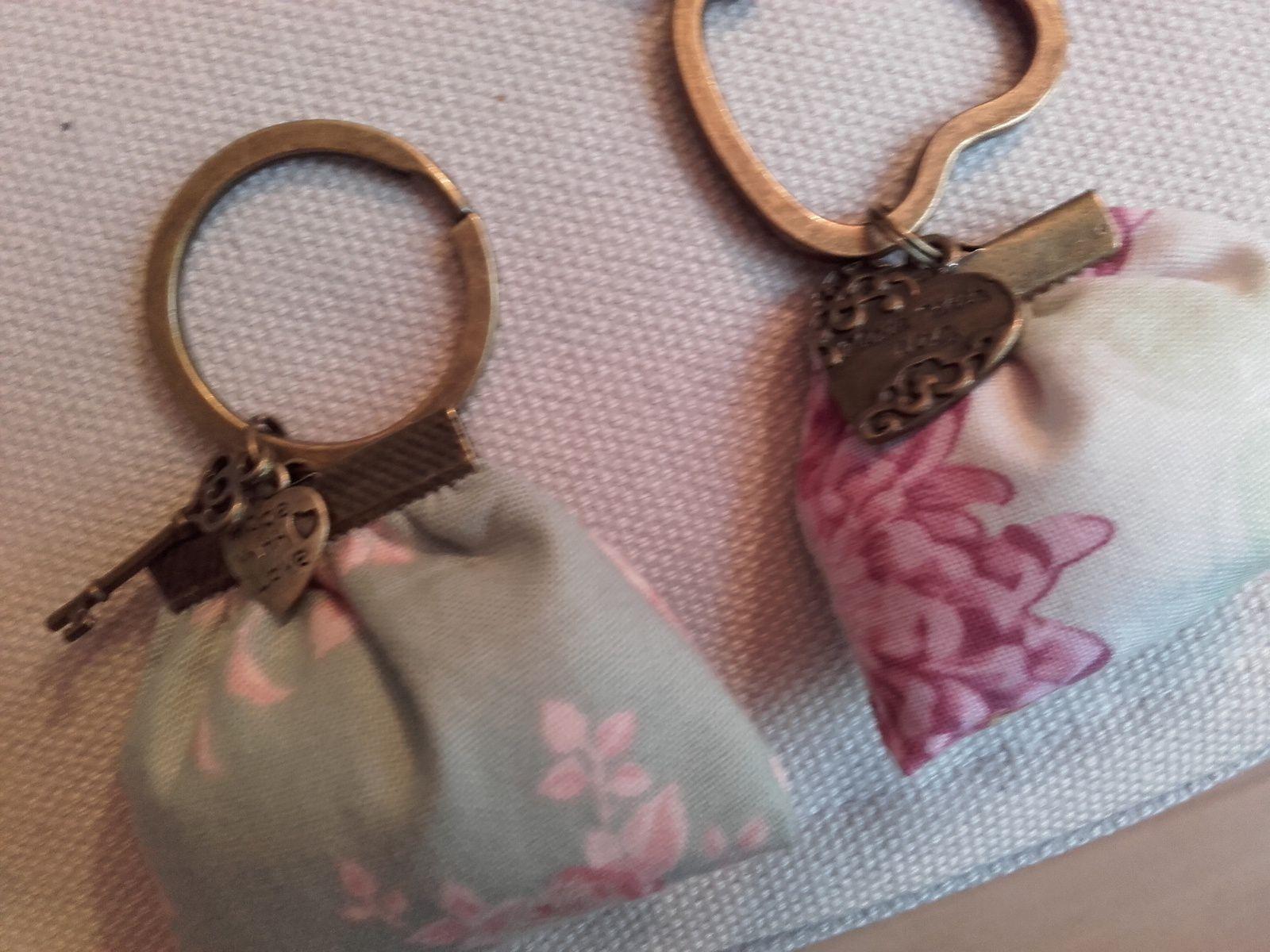 mini bags en porte clés avec charms  ,  un kit acheté au salon  CSF