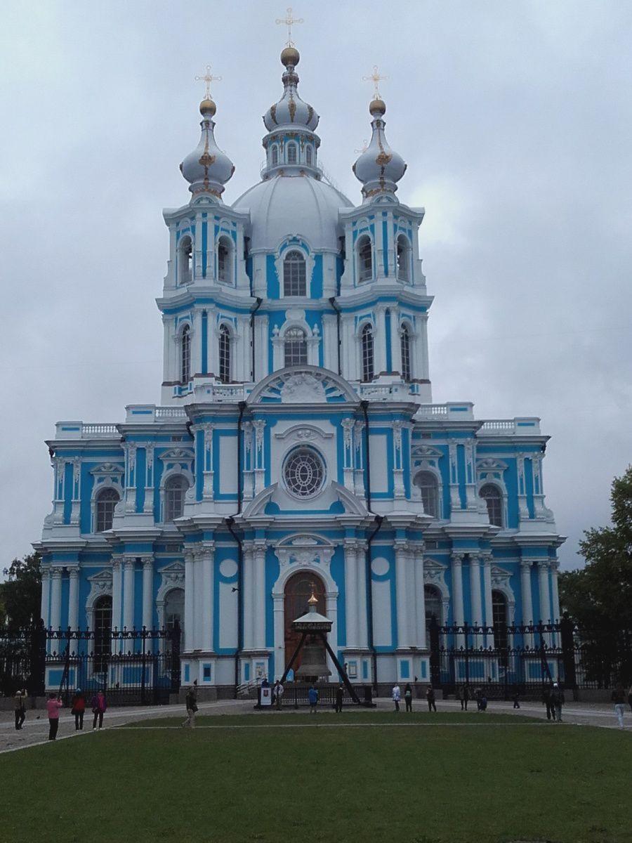 couvent + cathédrale Smolny inauguré en  1748 par Elisabeth Pétrovna ' future impératrice Ière fille de Pierre Ier