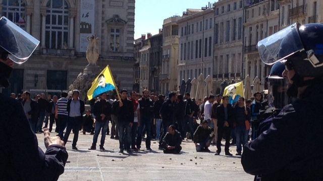 Montpellier, les manifestants kurdes attaqués par des nationalistes turcs.