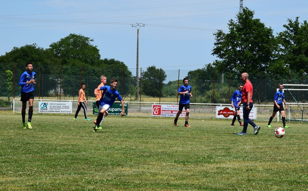 Match de football amical avec l'équipe de Derval à Pierric - Mercredi 14 juin 2017