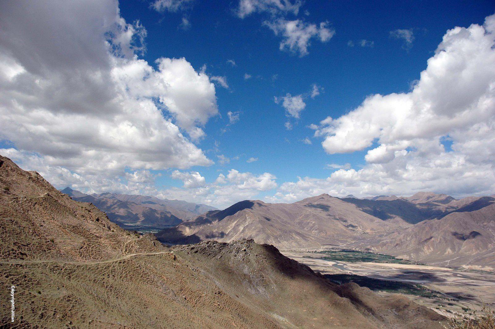 Le Ganden Lingkhor, la voie pérégrinale qui fait le tour du monastère et domine la très fertile vallée de la Kyichu