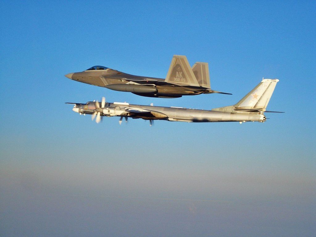 Armée Russe - Page 2 Ob_7320fd_f-22-escorting-tu-95-wallpaper-zceq9