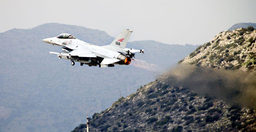 Des F-16 norvégiens cloués au sol en raison de fissures sur les appareils