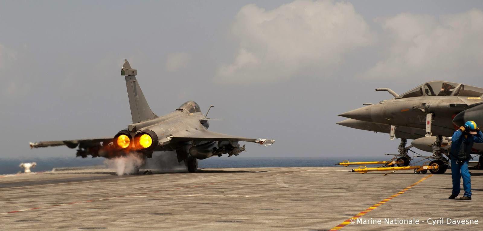 Le porte-avions Charles de Gaulle s'apprêterait à entrer en action en Irak début 2015