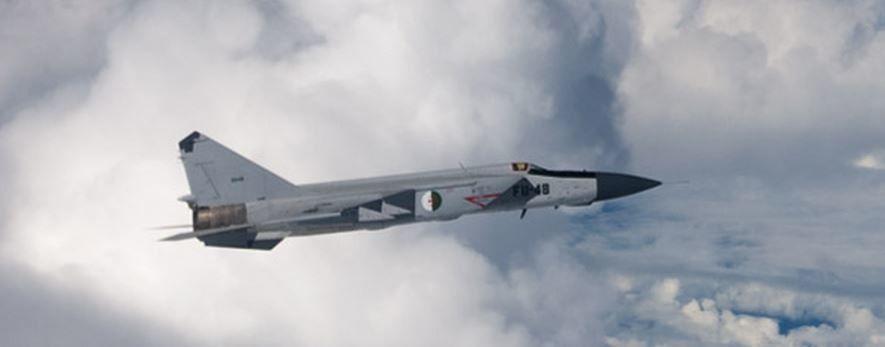 """Un Mig-25 """"Foxbat"""" de la Force Aérienne Algérienne s'écrase lors d'un entraînement"""