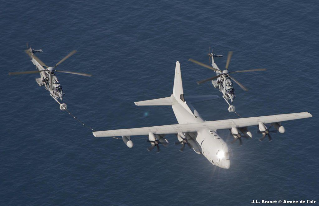 """L'Escadron d'Hélicoptères 1/67 """"Pyrénées"""" retournera s'entraîner au ravitaillement en vol en Italie"""