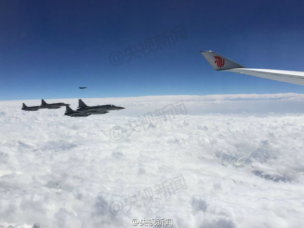 PHOTOS - VIDEO : Des JF-17 Thunder pakistanais escortent l'avion présidentiel chinois