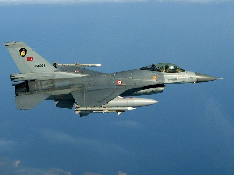 Deux F-16 turcs ont abattu un aéronef syrien