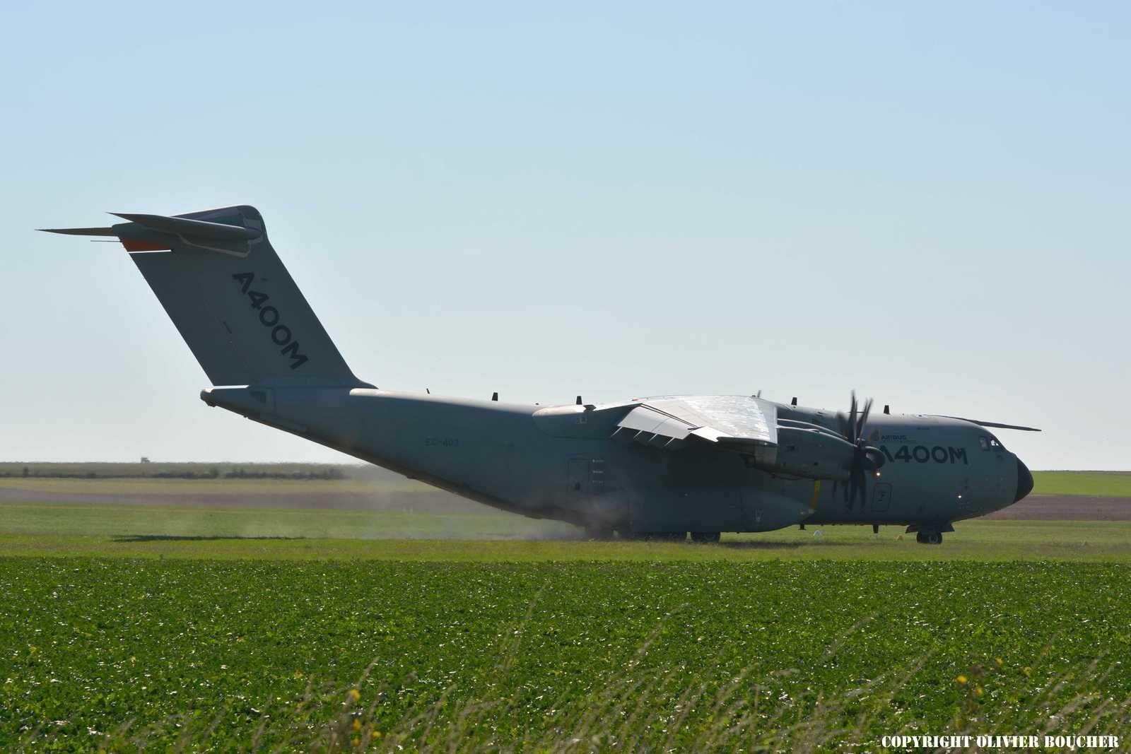 PHOTOS - Airbus teste l'A400M sur terrain non préparé