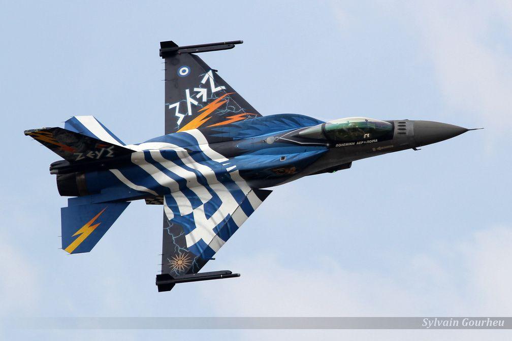 """Le Solo display grec, volant sur F-16, et aussi connu sous le nom de """"Zeus""""."""