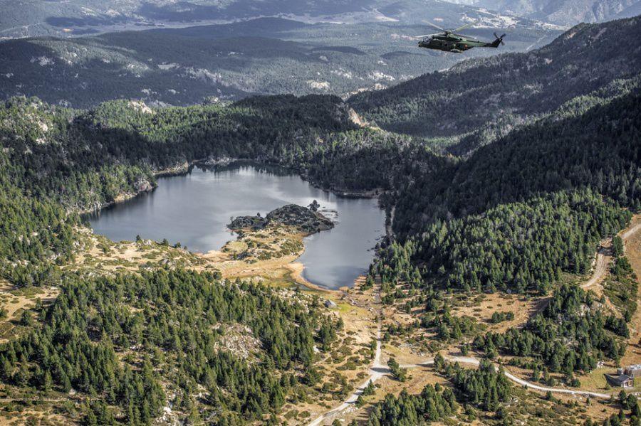 Des NH-90 Caïman de la Composante Air s'entraînent au vol en montagne dans les Pyrénées