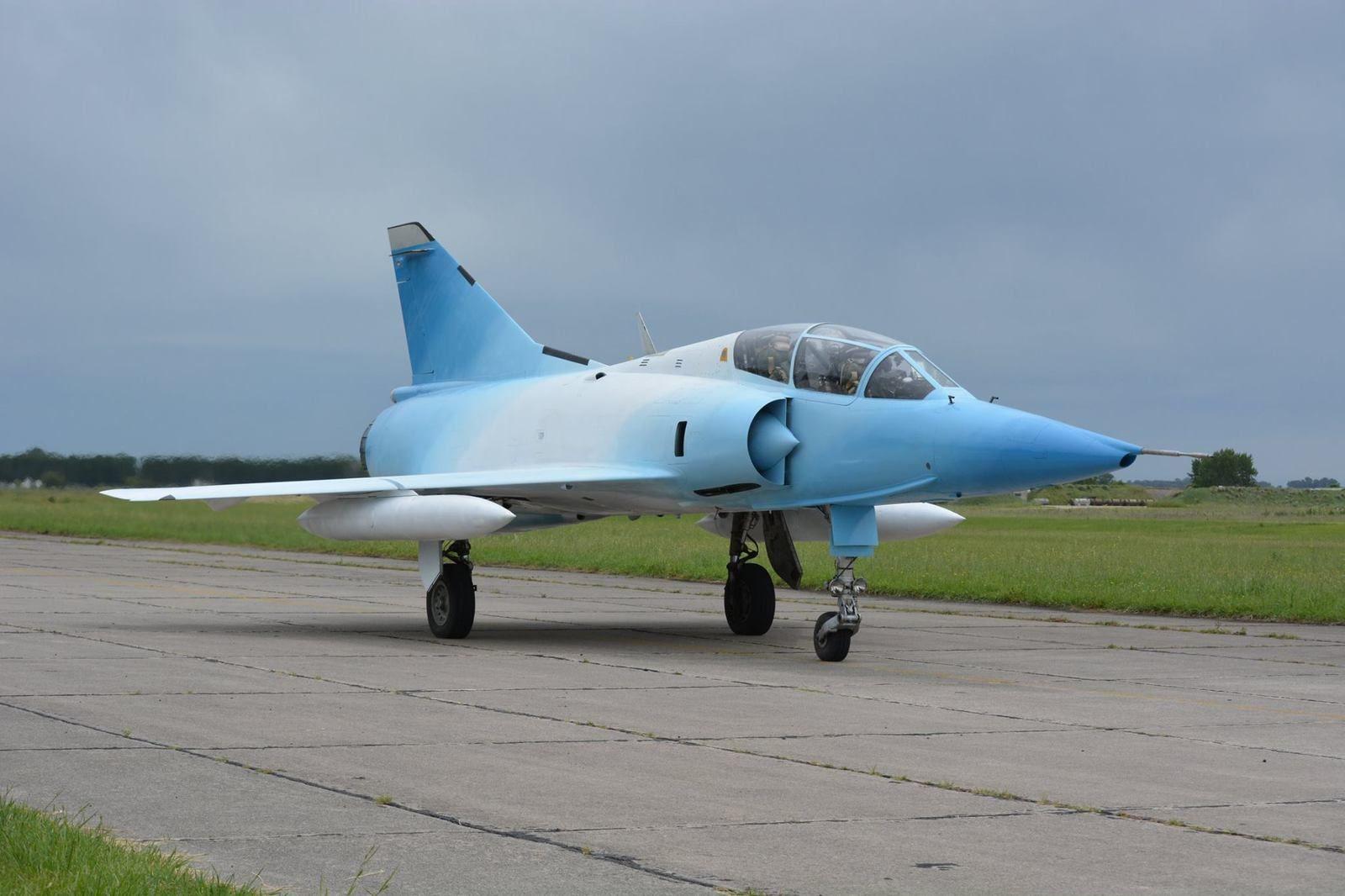 Mirage IIIDA au roulage.