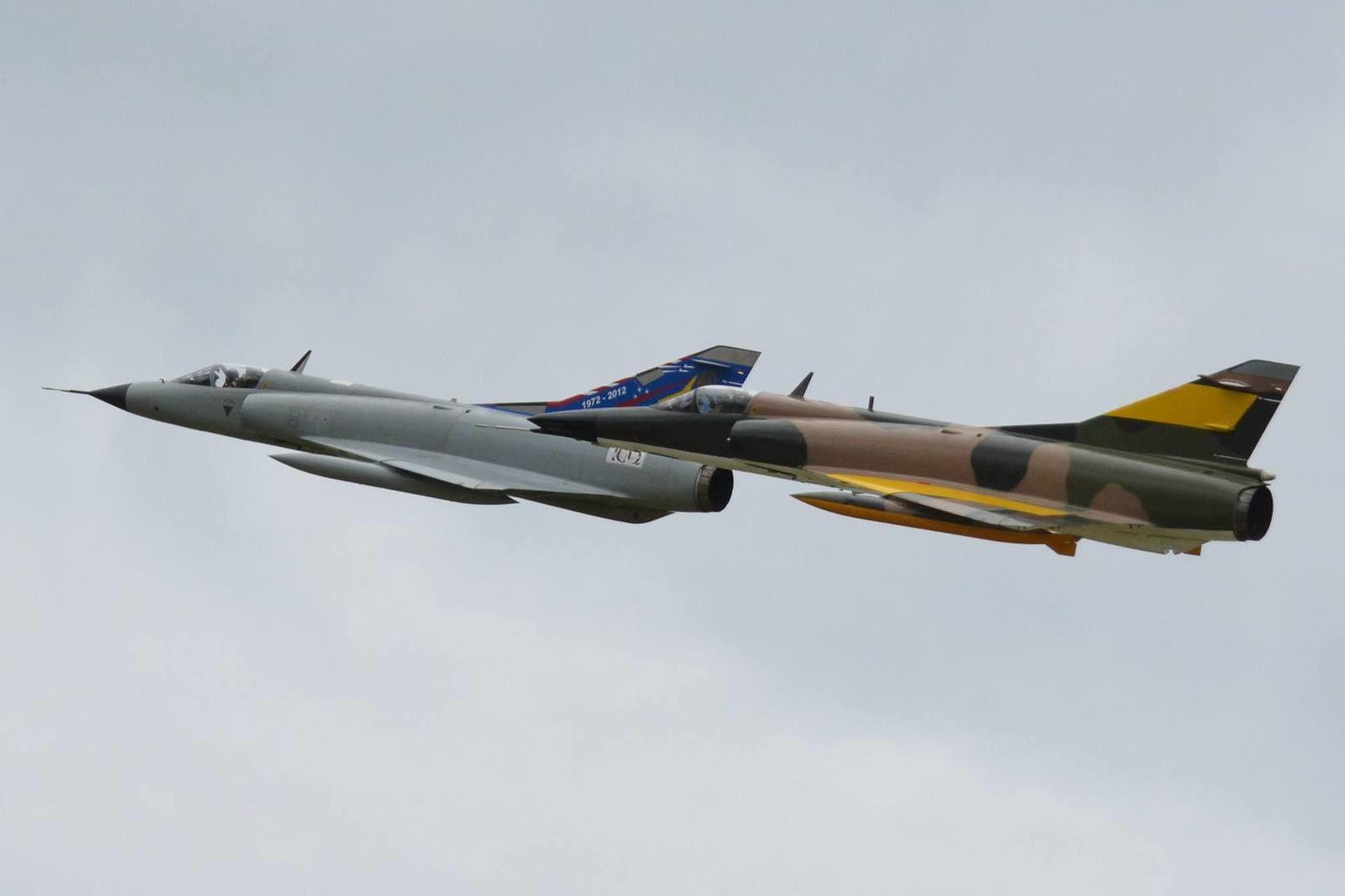 Formation d'un Mirage IIIA et d'un Mirage 5.