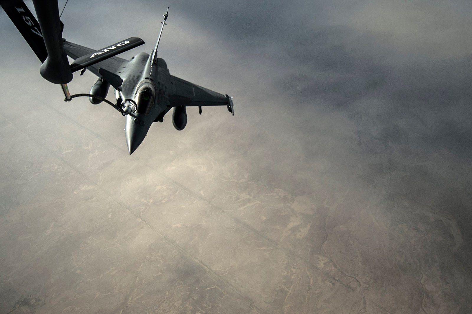 PHOTOS - Ravitaillement en vol des Rafale M au-dessus de l'Irak