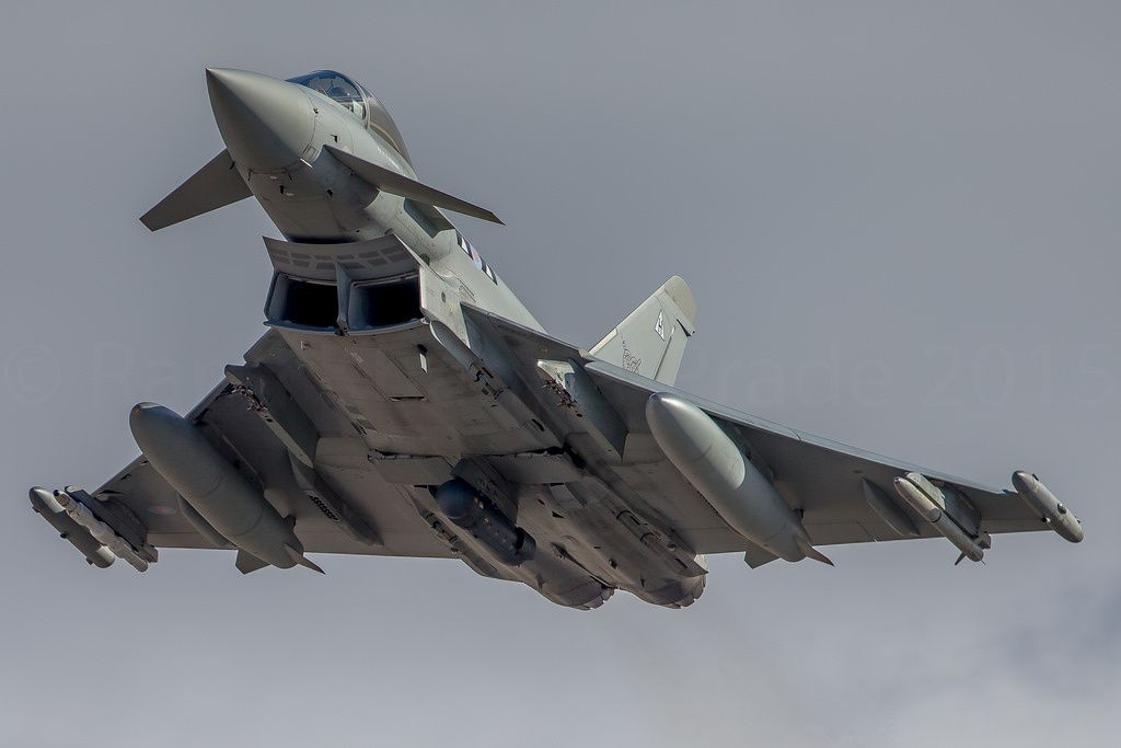 Un Typhoon britannique, armé de missiles air-air d'entraînement, s'engage dans une nouvelle mission. Photo : © Rami Khanna-Prade.