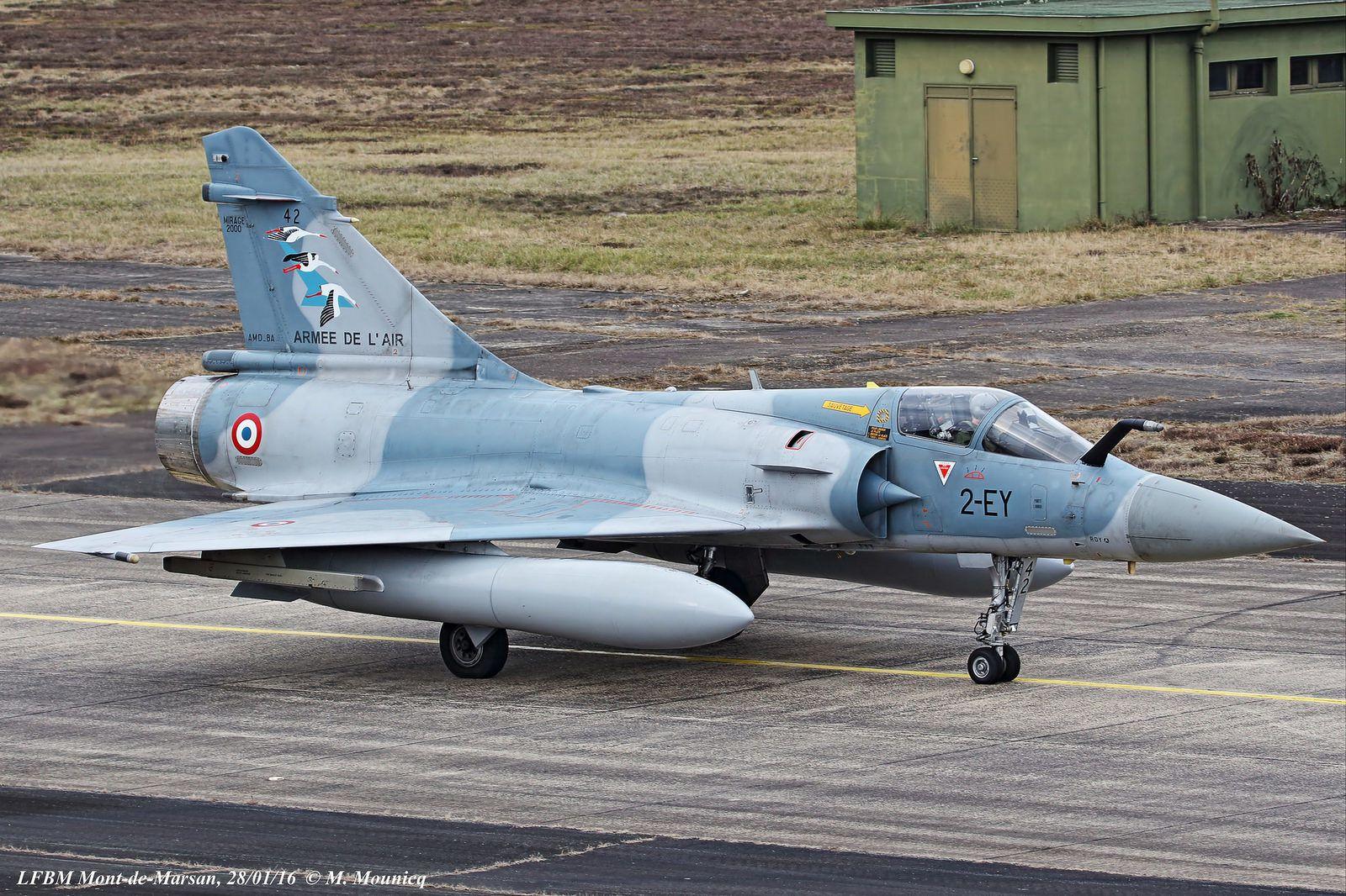 Le Mirage 2000-5F du «Grand patron» du Groupe arbore les trois cigognes des trois SPA - Photo : © Mathieu Mounicq.