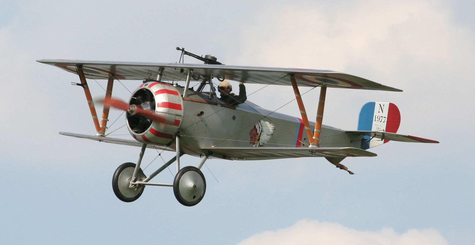 Réplique d'un Nieuport 23, arborant les marquages de l'Escadrille La Fayette - Photo © Tom Smith / via Wikimedia.