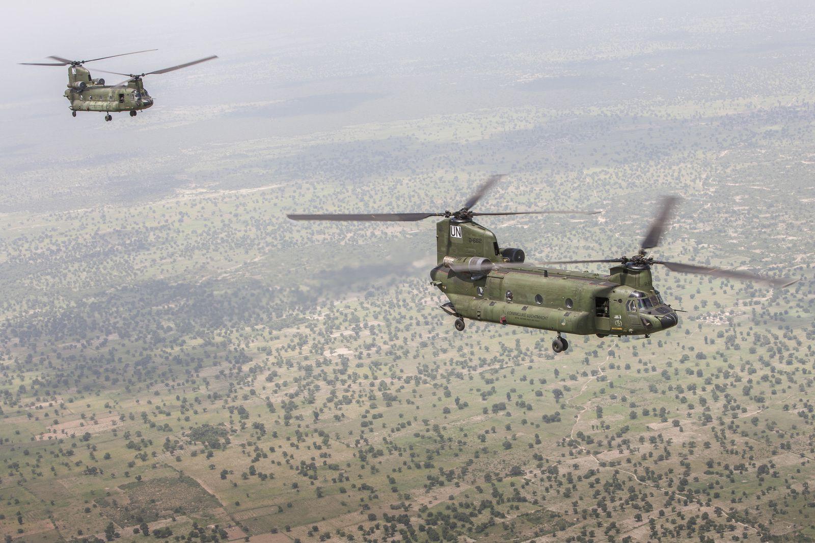 Les Pays-Bas vont retirer du Mali les AH-64D Apache et CH-47 Chinook