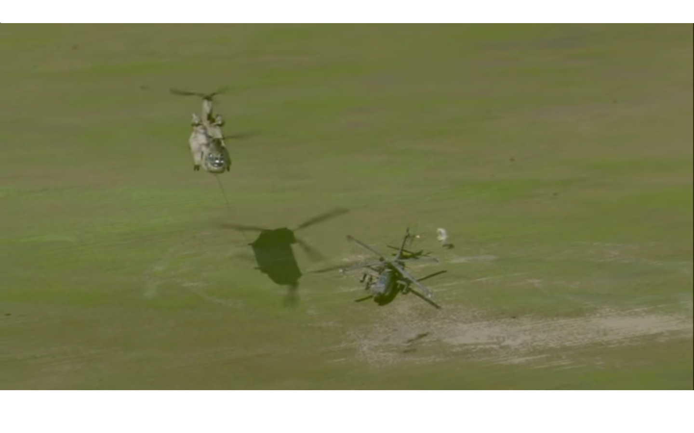 VIDEO - Un CH-47 Chinook hélitreuille un AH-64 Apache après un atterrissage d'urgence