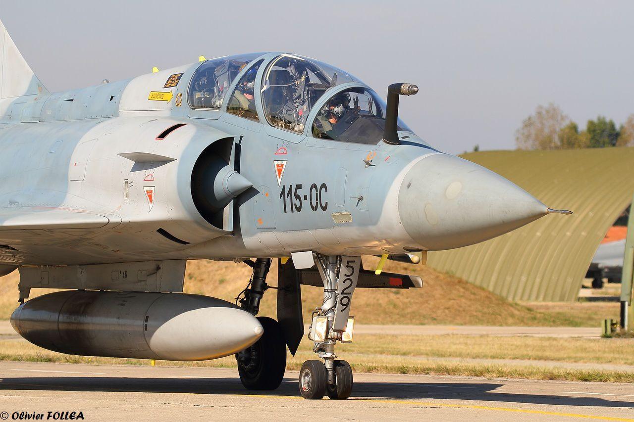 Les 2000B, bien que fatigués, sont toujours indispensables pour la formation des jeunes pilotes.