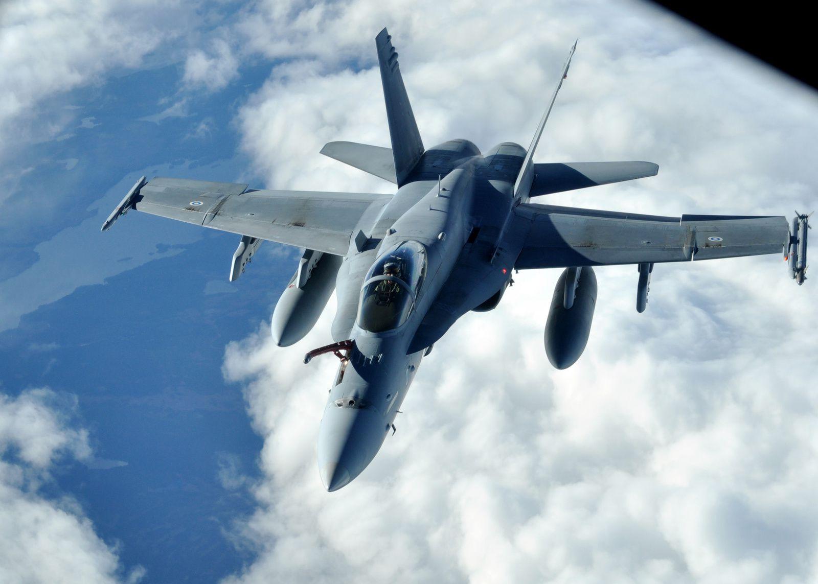 © US Air Force - Un F/A-18C Hornet de la Force Aérienne Finlandaise pendant l'exercice Arctic Challenge, en 2013.