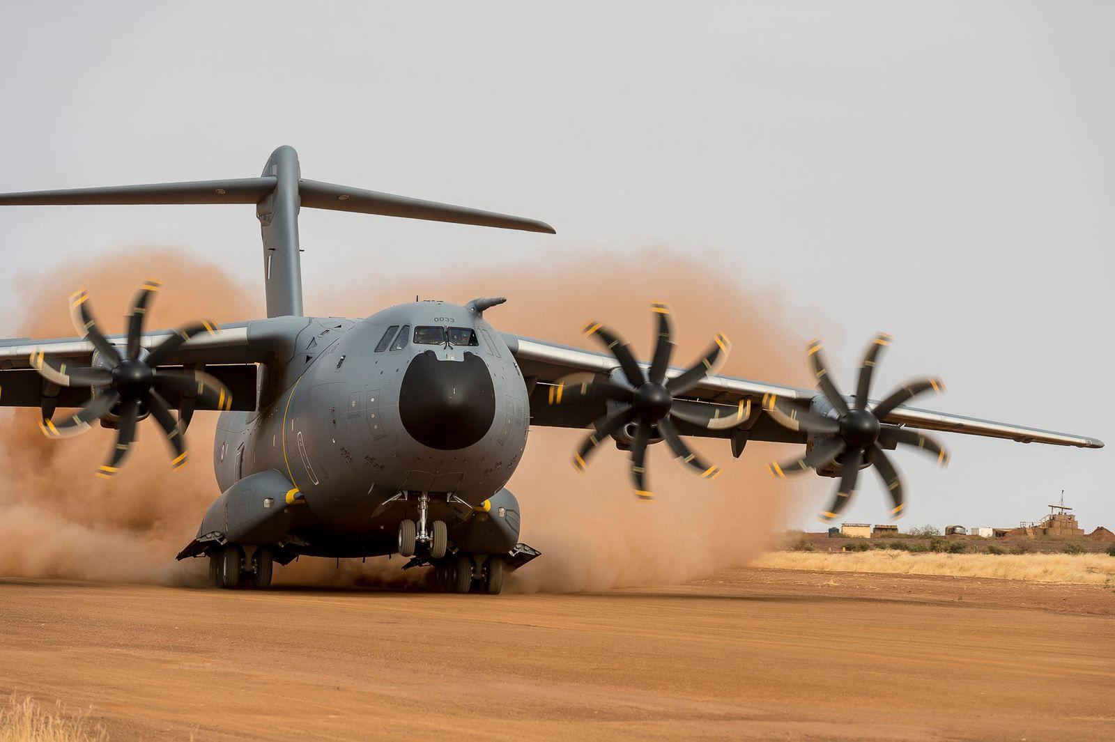 © CEAM - Essais de l'A400M sur la piste de Gao, au Mali