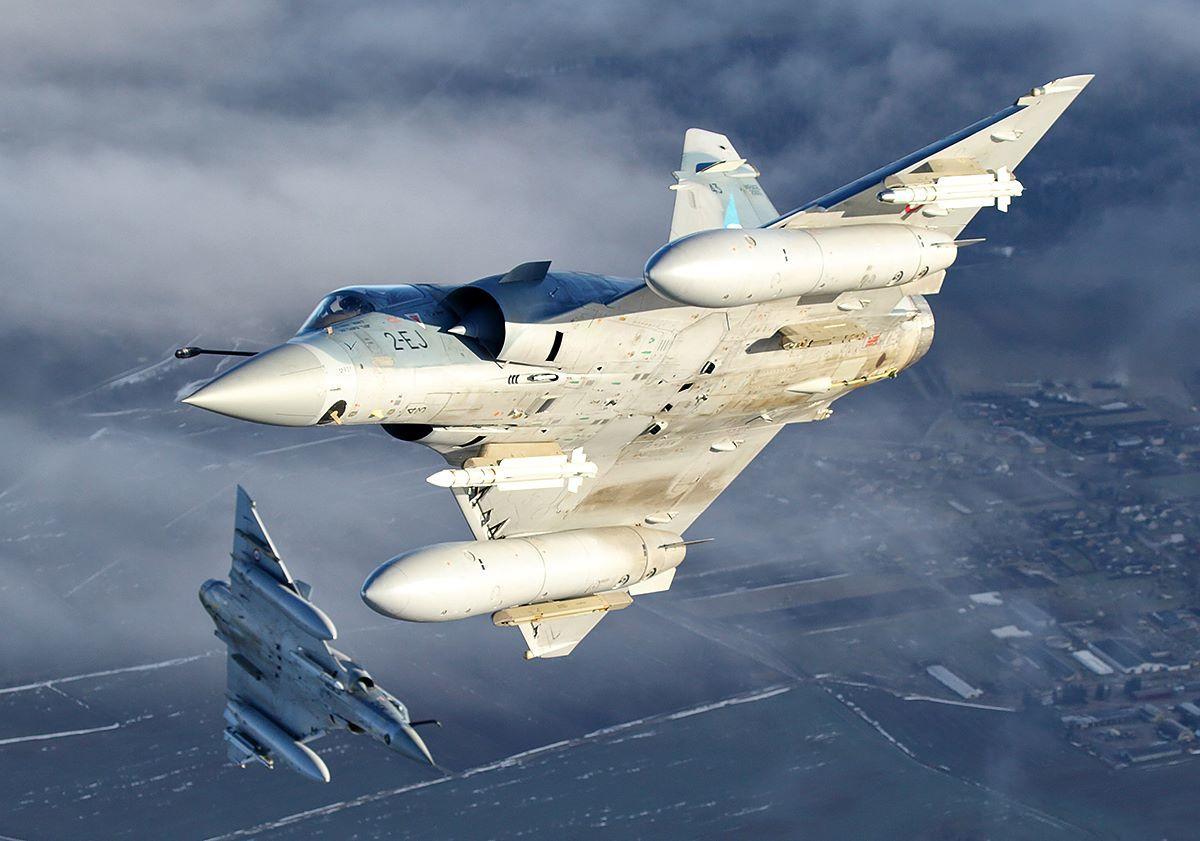 © Bartosz Bera / via Siauliai AFB - Deux des quatre 2000-5F, armés de missiles air-air MICA IR et MICA EM.