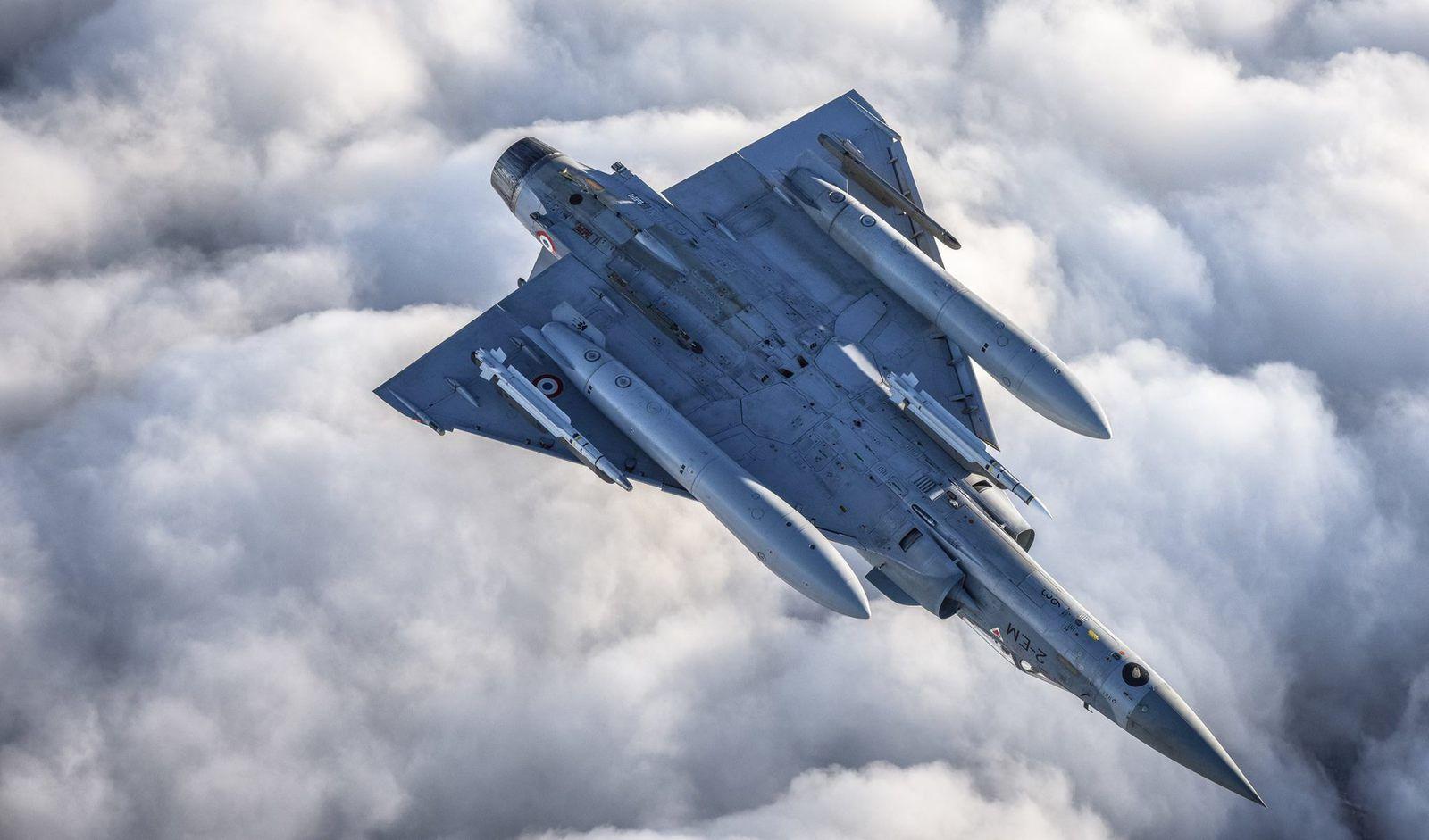 © Ieva Gulbiniene / via Siauliai AFB - Sur le dos, ce Mirage 2000-5F montre ses «crocs» aux photographes.