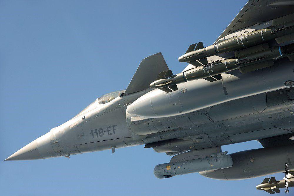 © Alex Paringaux / Dassault Aviation - Un Rafale C armé de AASM de 250kg.