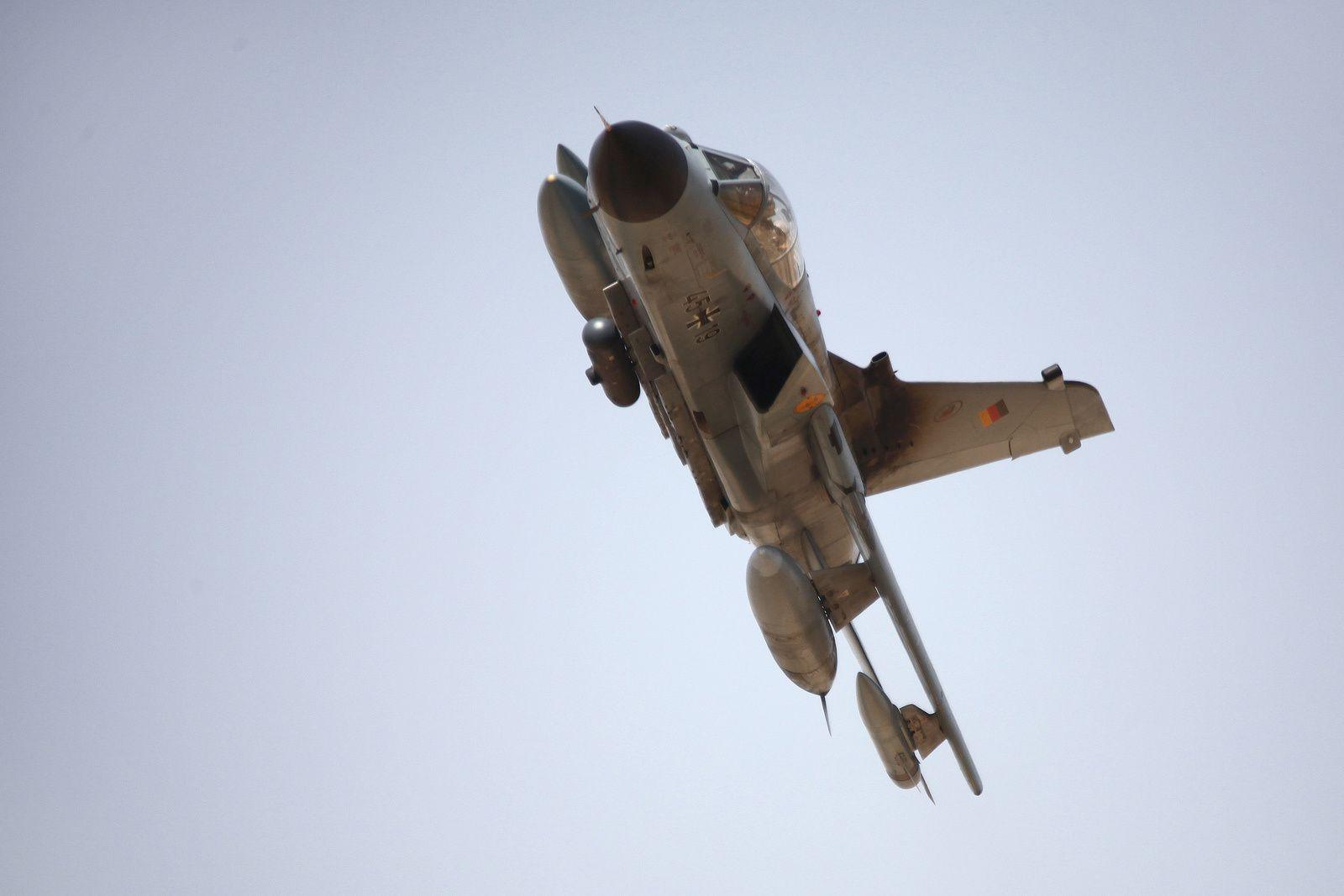 © Bundeswehr - En Afghanistan, passage bas d'un Tornado ECR allemand équipé de la nacelle d'observation et de reconnaissance RecceLite.