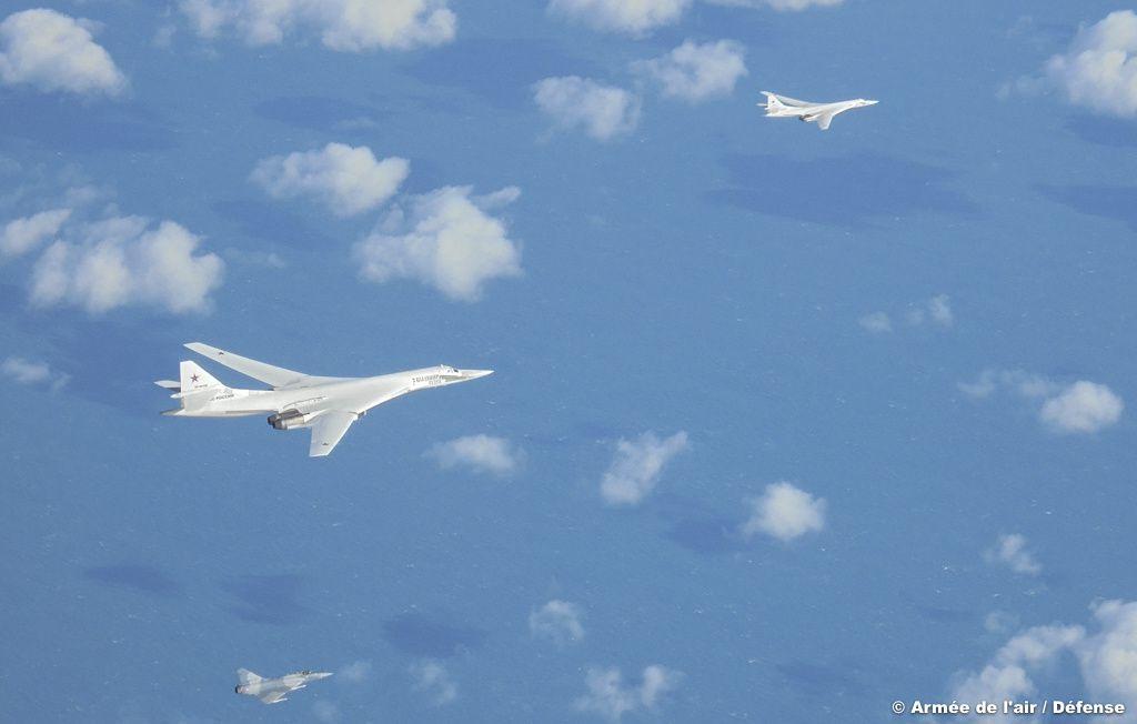 © Armée de l'Air - C'est dans l'espace aérien international qui jouxte l'espace aérien français que l'interception et l'escorte ont eu lieu.