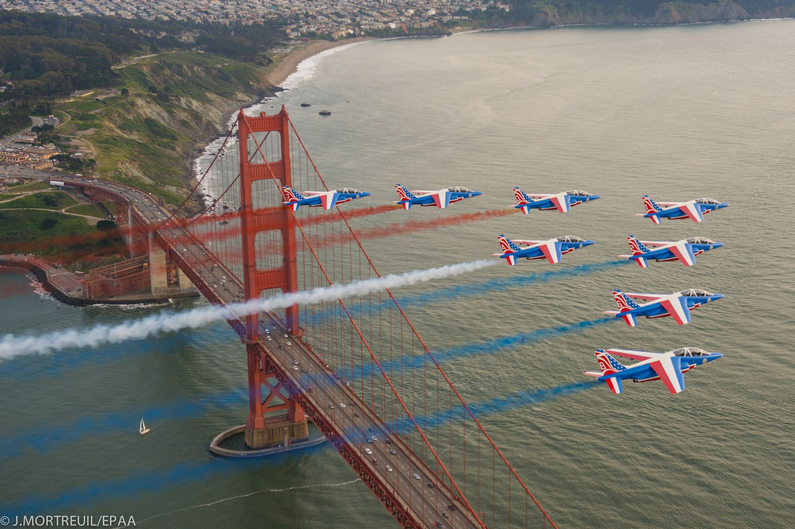 Paf us tour la patrouille de france survole la mythique for Hotels unis de france