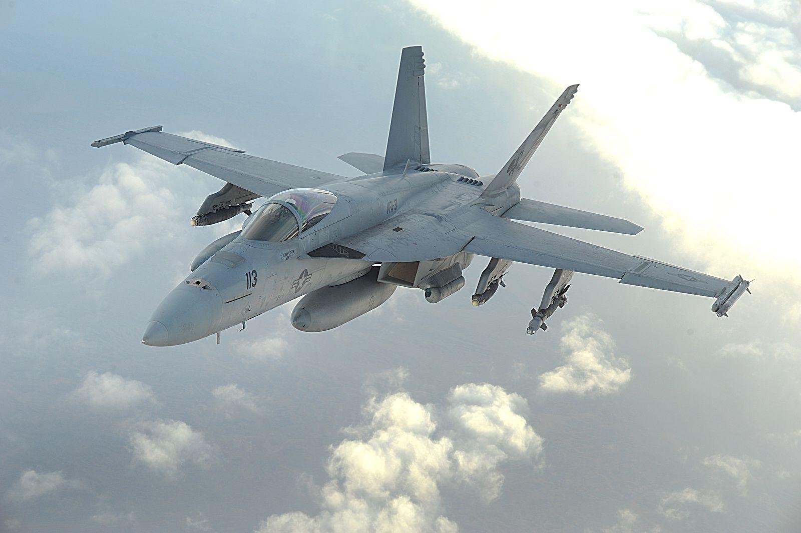 © USAF - Un F/A-18E Super Hornet au-dessus de l'Afghanistan pendant une mission d'appui aérien rapproché.