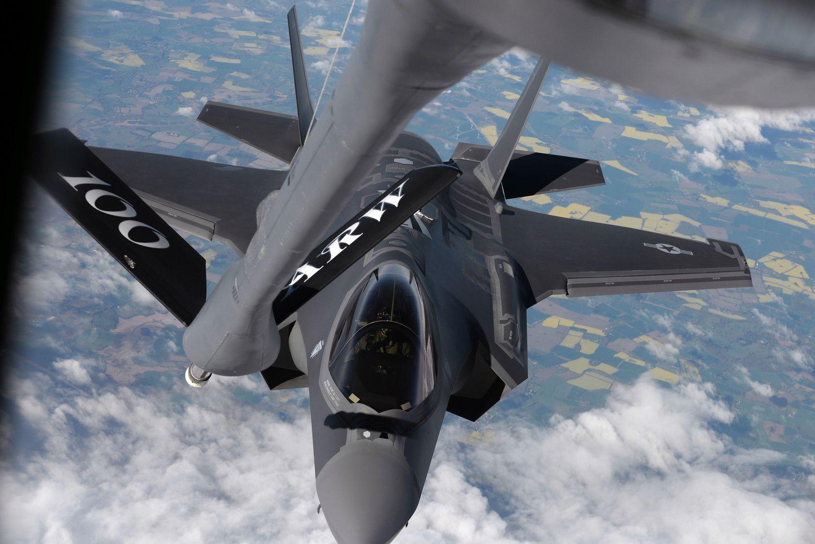 Des F-35A Lightning II de l'US Air Force se posent en Estonie et en Bulgarie