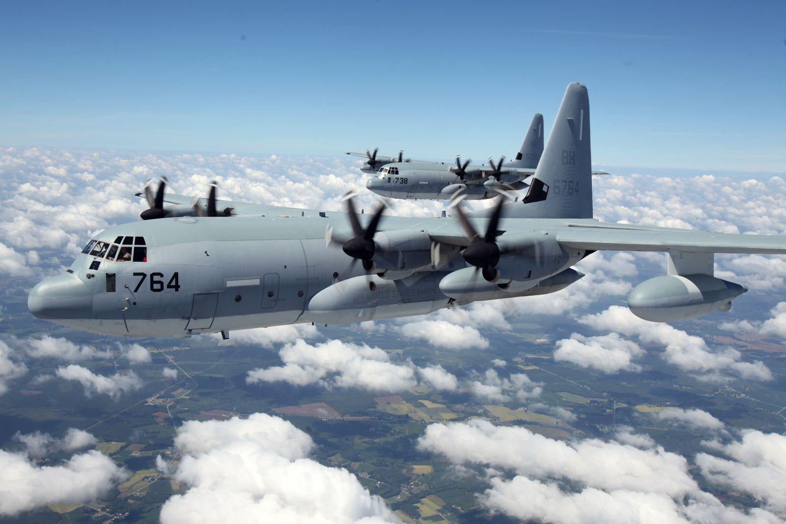 © USAF - Deux KC-130J Super Hercules du VMGR-252 de l'US Marine Corps lors d'une mission d'entraînement.