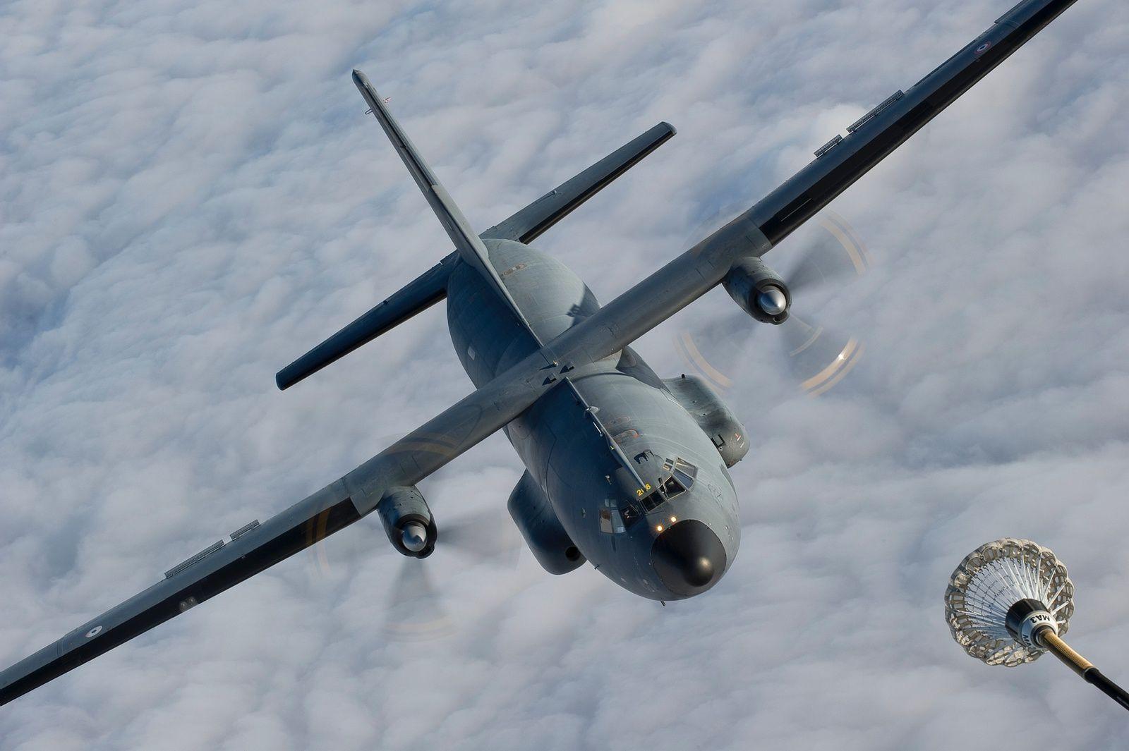 © Armée de l'Air - Un C-160 Transall s'approche d'une perche de ravitaillement en vol lors d'une mission en France.