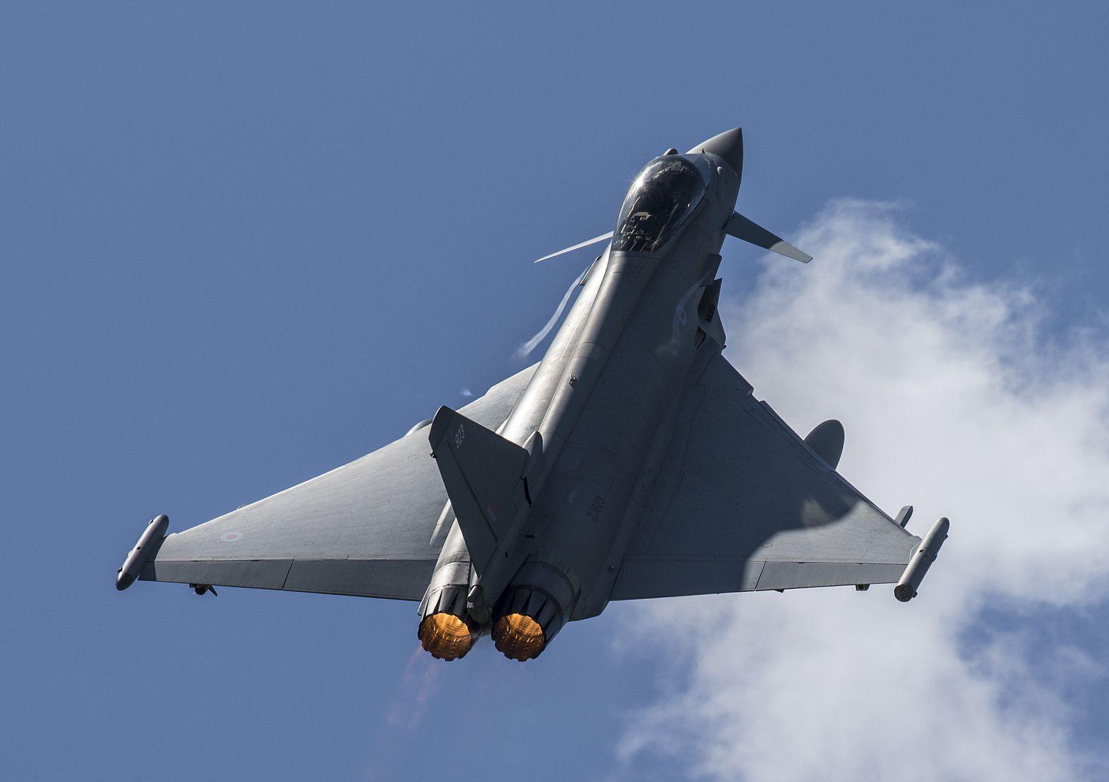 © RAF - Décollage depuis la base aérienne roumaine d'un Typhoon du No. 3 Squadron.