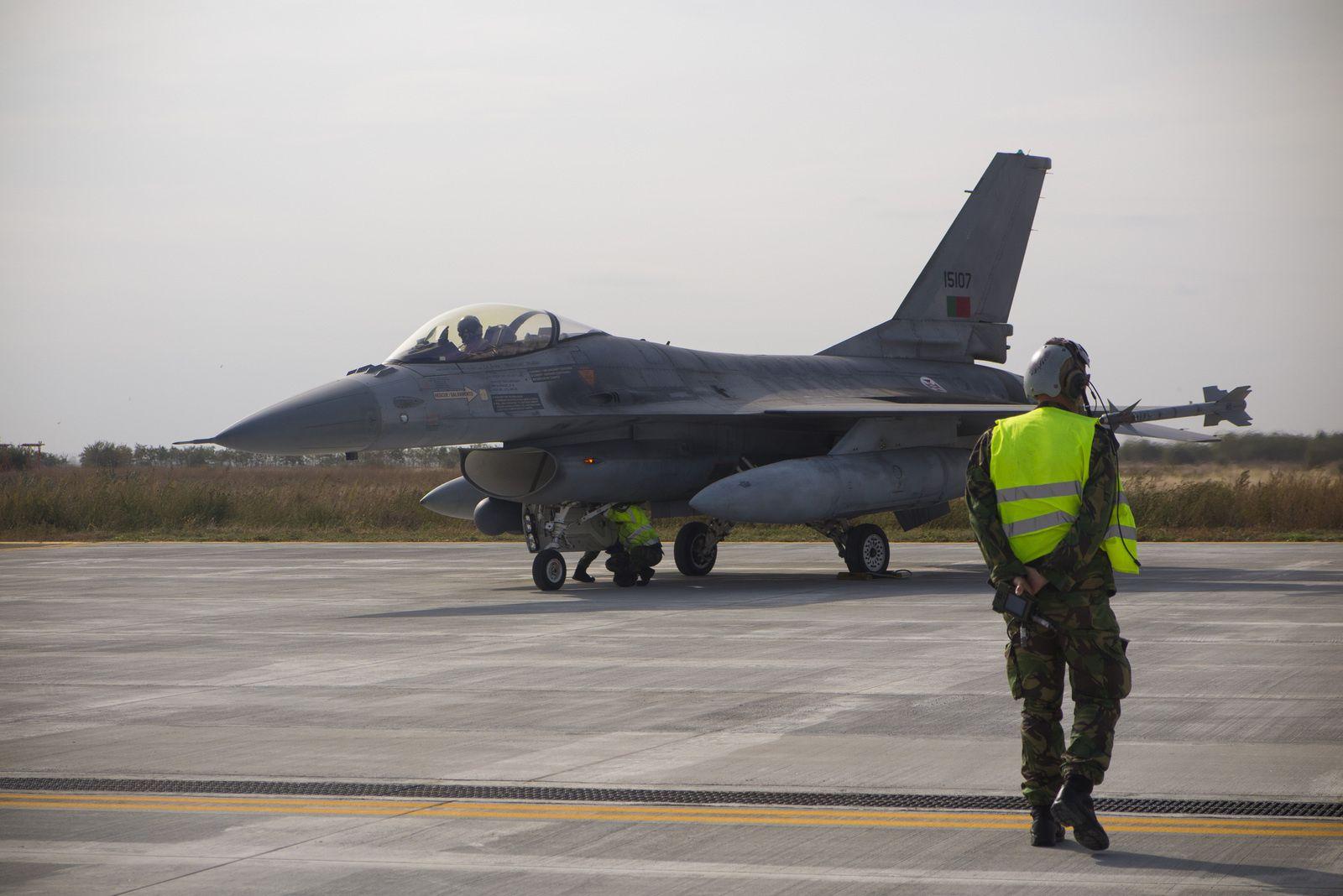 © FAP - Un F-16AM de la Força Aérea Portuguesa sur la base aérienne deBorcea, en Roumanie.