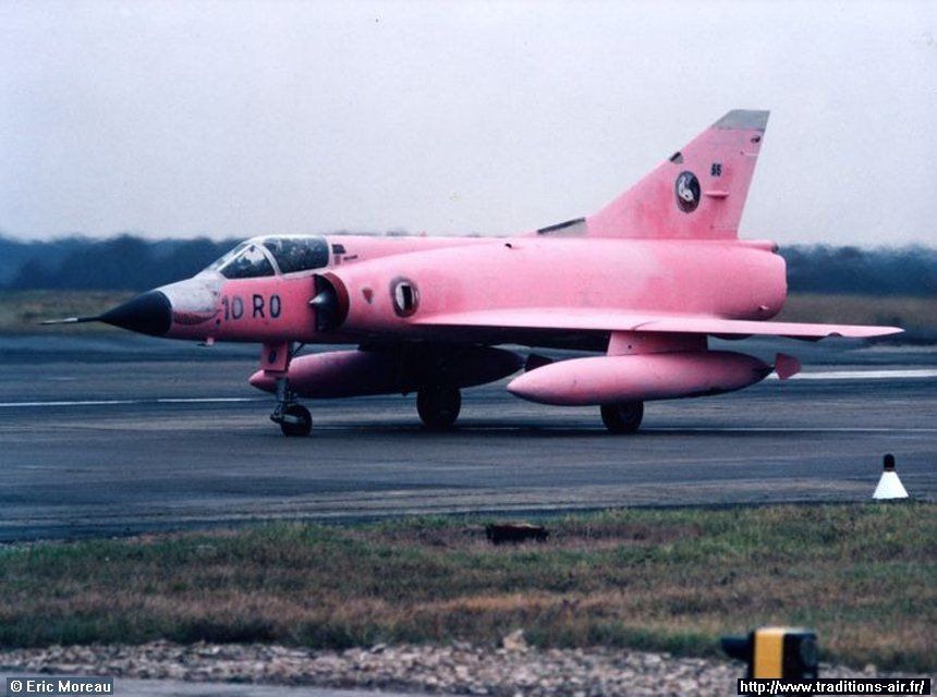 Un Mirage IIIC couleur... rose bonbon !