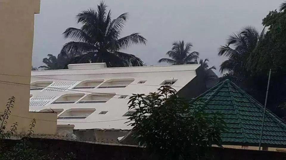 Photos des zones ou quartiers sinistres apres les inondation de la semaine! La premiere photo est du Chef d'etat ivoirien, M.Alassane Dramane Ouattara, le plus mediocres des Chefs d'etat francafricains!