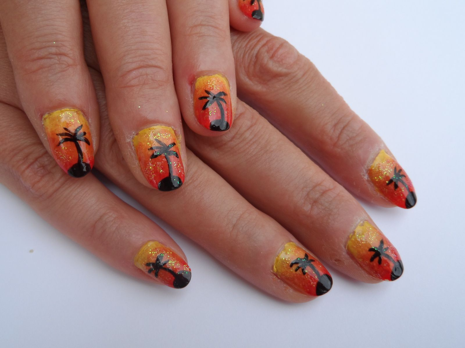 nail art couch de soleil d grad de jaune orange rouge avec nail art palmier nail art. Black Bedroom Furniture Sets. Home Design Ideas