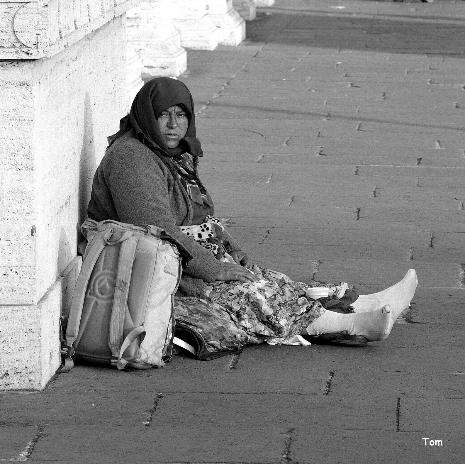 """""""Seule au monde"""" - Le monde souffre de ne pas avoir assez de mendiants pour rappeler aux hommes la douceur d'un geste fraternel"""