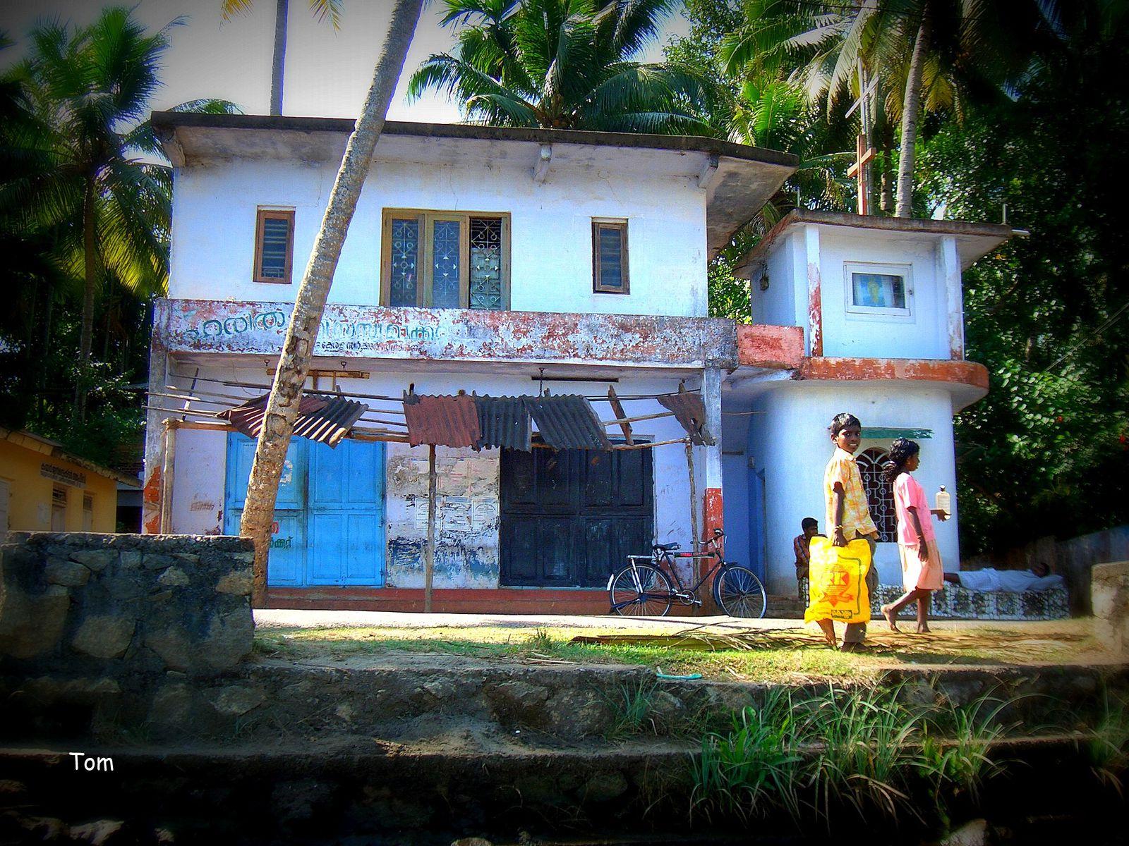 Sur le chemin de l' école (Kottayam - Etat du Kérala)