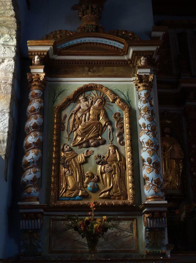 Ceux-ci portent sur la vierge Marie.