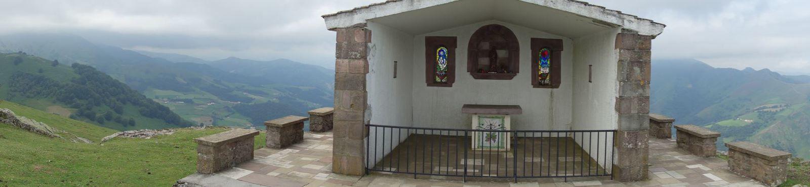 En 1941, le curé J.Olhagaroy décida de faire construire une chapelle qui sera inaugurée le 25 Mai 1942.