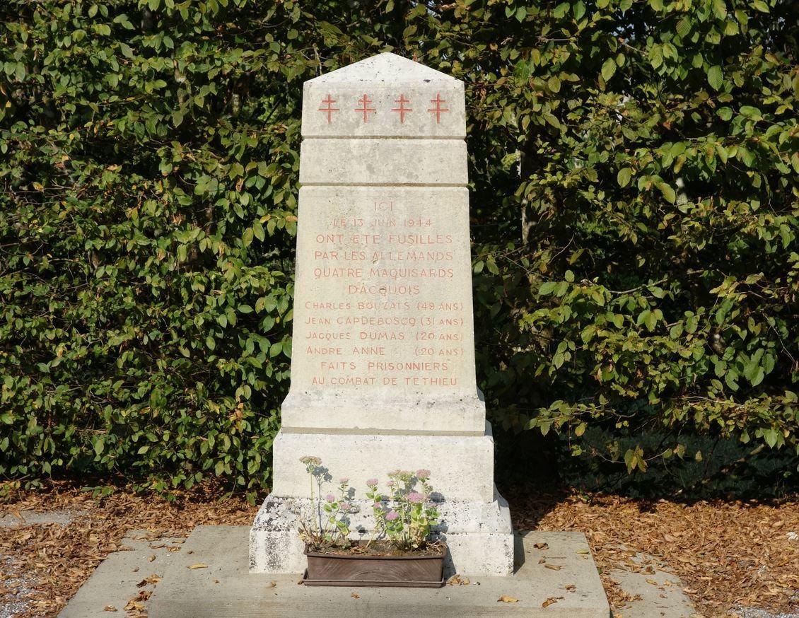 Sur votre droite, vous croiserez ce monument aux morts de la 2 éme guerre mondiale.