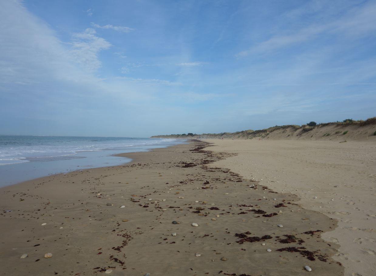 Vous arriverez peu après sur une très belles plage de sable généralement bien entretenue.