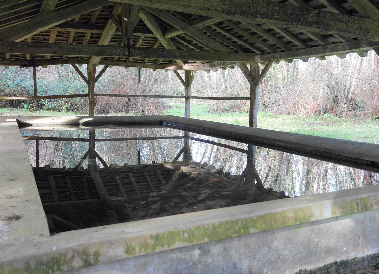 Fontaine de Guirons depuis Laglorieuse (Landes 40) A
